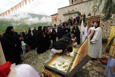 Празнично поклонение пред моштите на Балаклија