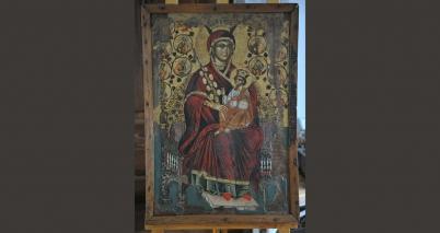 Пресвета Богородица на трон