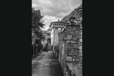 Моќните манастирски бедеми
