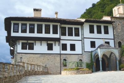 Балдахинот на влезот во Бигорскиот манастир