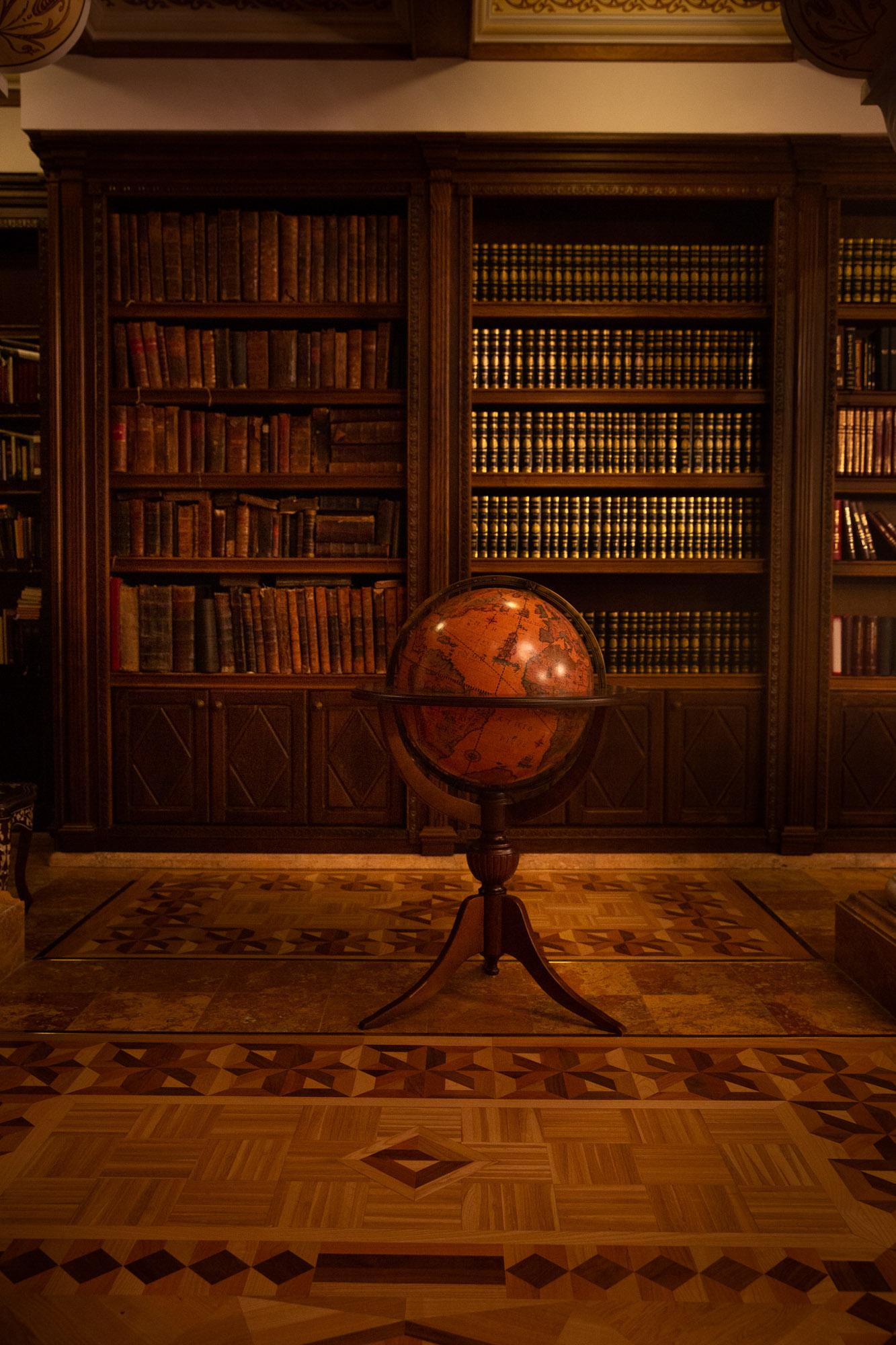 Книгохранителница