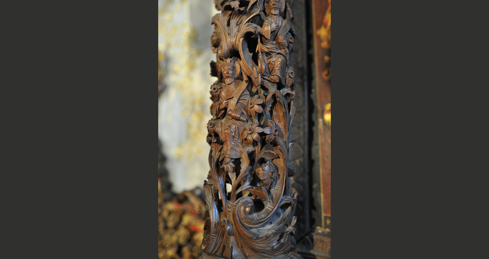Орнаменти од столбот