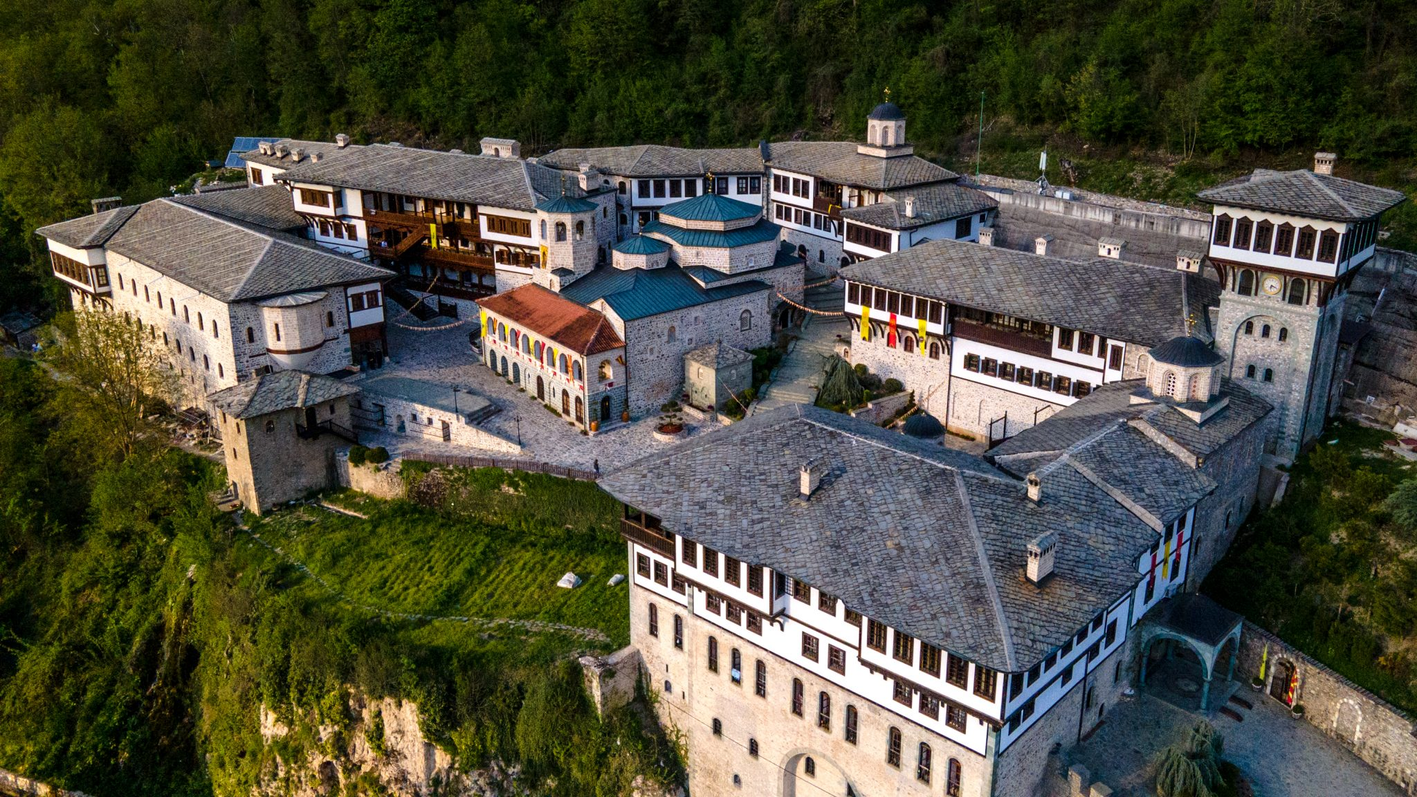 Панорамски поглед на Бигорски манастир
